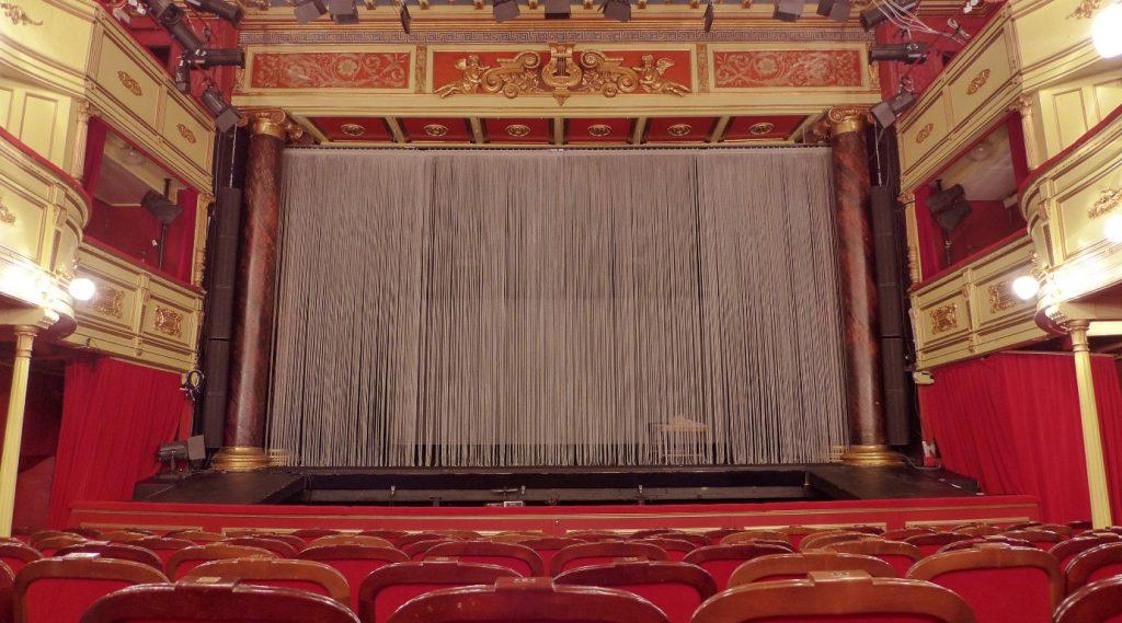 alcons-trondelag-teater-interior-qr24-columns