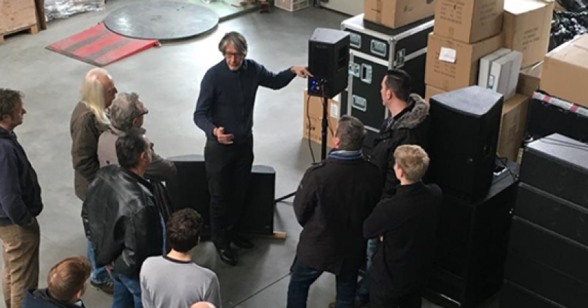 Holger Kuno de Buhr, CEO, VUE Europa introduces MEGA Audio staff to the VUE h-Class at a recent seminar.